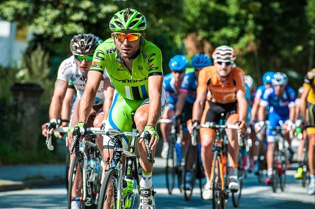 men-cycling-in-road-race